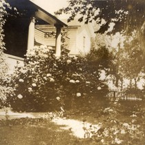 The front porch of the Dr. Henry Orton Howitt residence on Lincoln ...