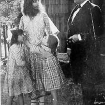 Actors Beatriz Michelena and Andrew Robson and two girls