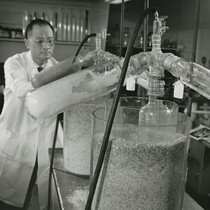 Choh Hao Li in laboratory [2]