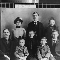 Group portrait of Adam Lung and family from Rio Oso (Calif.)