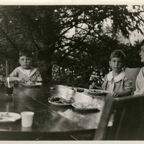 Children eating lunch at the annual Grape Festival at the Kent Family ...