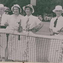 1905 Wimbledon champion May Sutton Bundy (second from left) with other women ...