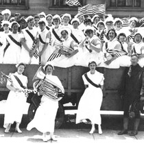 Group photo, nurses and soldiers, World War I