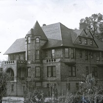 Bach family estate in Kentfield, Marin County, California, circa 1902 [photograph]