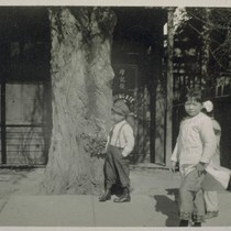 Chinese, San Jose. [Children on a sidewalk in Chinatown.]