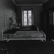 Average size room for convalescent patients in Royat Palace
