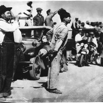Pickets on the highway calling workers from the fields, 1933 cotton strike