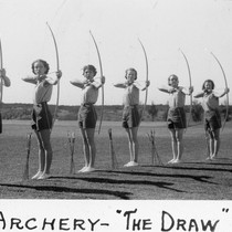 "Archery - ""the draw"" / Lee Passmore"