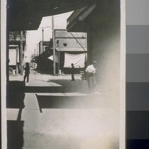 [Alley in Japanese commercial district, Fresno, California, 1910.]