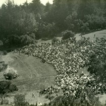 "Audience viewing the Mountain Play ""Tamalpa"", Mt. Tamalpais, circa 1923 [photograph]"