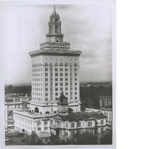 Aerial view of Oakland City Hall, circa 1913