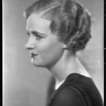 Actress Dorothy Peterson modeling a hairstyle from the Weaver Jackson salon, circa ...