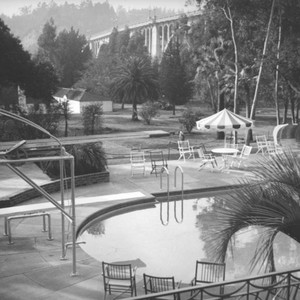 Vista del Arroyo Hotel pool and bungalows in front of the Colorado ...