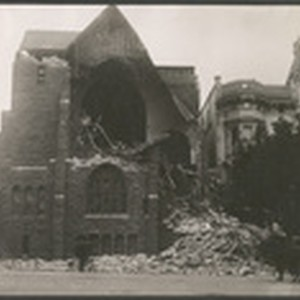 Earthquake damage, St. Luke's Church. Van Ness Ave