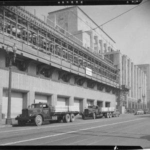 Los Angeles Times building construction, Spring between 1st and 2nd, Los Angeles. ...