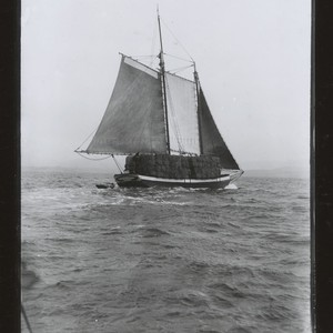 Mountain View (scow) transporting hay, San Francisco Bay. [photographic print]