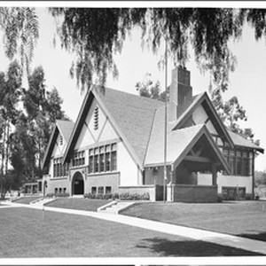 Exterior view of the Hollywood Branch of the Los Angeles Public Library ...