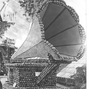 1913 Gravenstein Apple Show display of a gramophone made of apples