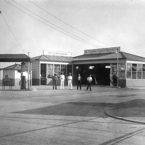 Laguna Super Service gas station at Laguna Beach, California: Photograph