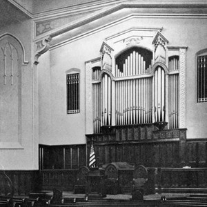 Organ in a Glendale Presbyterian church