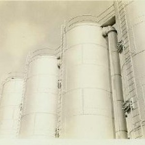 Silos or storage tanks