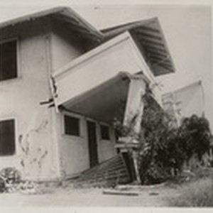 [Earthquake damage to unidentified building]