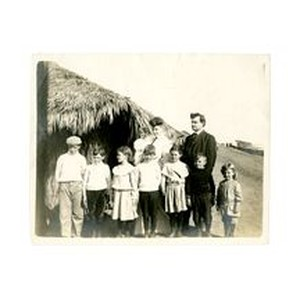 Isidore B. and Gertrude Reeve Dockweiler with their children, circa 1904-1905