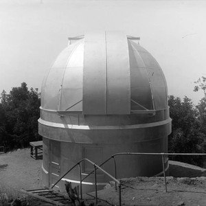 New dome and closed shutter of the 10-inch telescope building, Mount Wilson ...