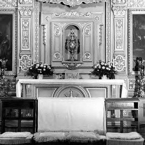 Plaza Church altar set for wedding