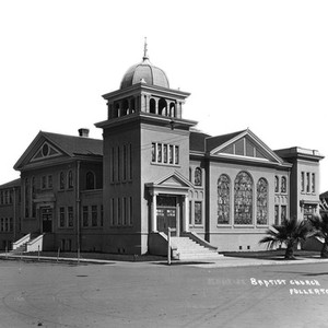Baptist Church in Fullerton, California: Photograph