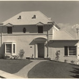 [Exterior full front view of Elmer and Edith Niemoeller residence, 3520 Holboro ...