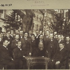 Class portrait with Warden Käser (about 1912)
