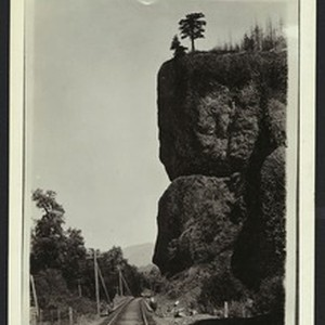 Oneonto Bluffs and O.R.N. track near the Columbia River, Oregon