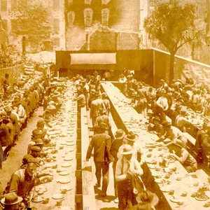 [workers sitting down for a meal in Union Square, St. Francis Hotel ...