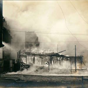 Metropolitan Temple burning, San Francisco Earthquake and Fire, 1906 [photograph]