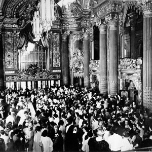 [Crowd inside of the Fox theater lobby]