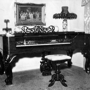 Pearl-keyed rosewood piano dominates Valley home