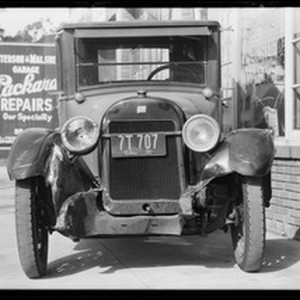 Buick coupe belonging to E. H. Lopnow, at 1717 W. Pico Boulevard, ...