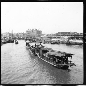 River boats making their way to a landing in Shanghai, ca.1900