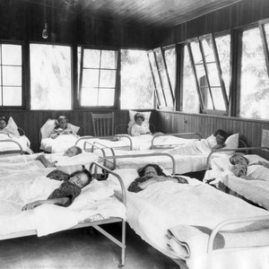1925 Children in sanitarium