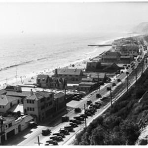 Birdseye view of beach houses along Pacific Coast Highway between Malibu and ...