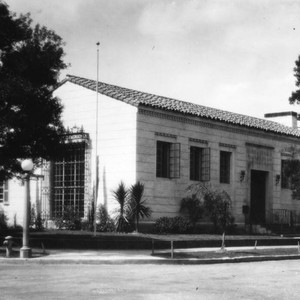 Exterior view, Angeles Mesa Branch Library