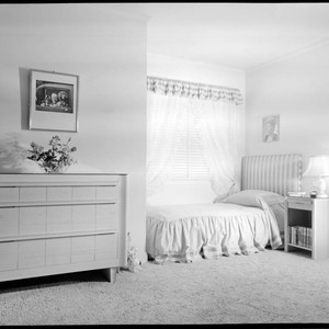 Hitchcock, Alfred, residence. Bedroom