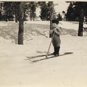 [Child on skis in La Porte]