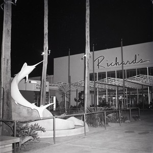 Richard's shopping center, Lido district, Newport Beach, California: Photograph