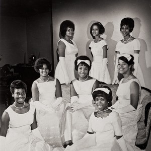 1964 debutantes : Twentieth Century Onyx Club, Oxnard ; first row L ...