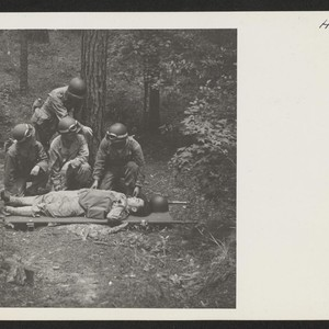 Captain Freyberger instructs a medical unit in the care of the wounded ...