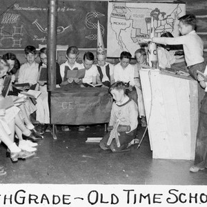 Fifth grade - old time school / Lee Passmore