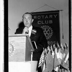 Denny Daw speaking at a Rotary Club meeting