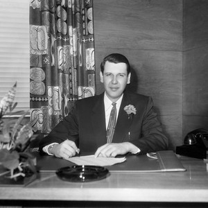 Burbank Mayor (1954-1956) Earle C. Blais